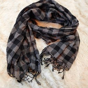 BUFFALO PLAID Gingham Wide Fringe Scarf